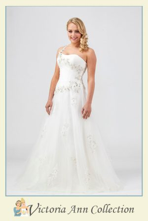WD077 - A stunning collection of wedding dresses, bridal gowns, prom dresses, mothers outfits and bridesmaids, Victoria Ann Bridal